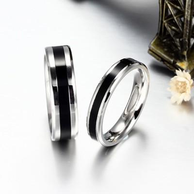 Elegantes Schwarzes und silbernes Titan Versprechen Paarringe